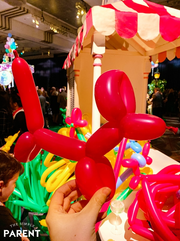 Balloon animal at the Mary Poppins Returns premiere party
