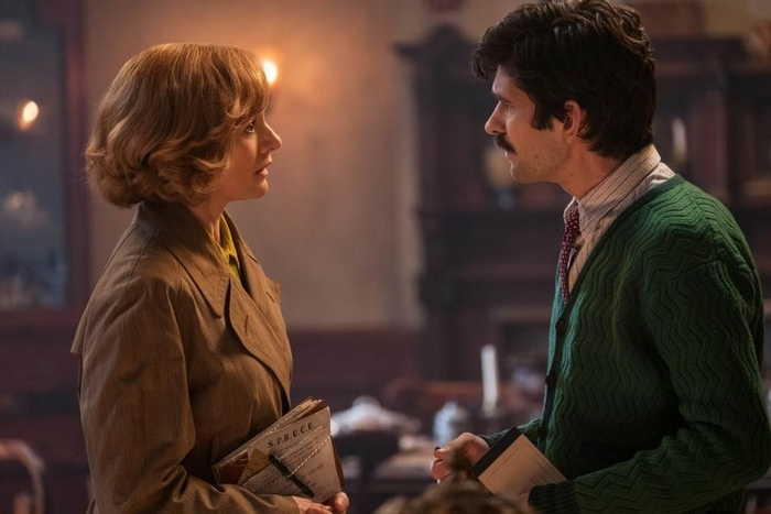 Ben Whishaw and Emily Mortimer in Mary Poppins Returns