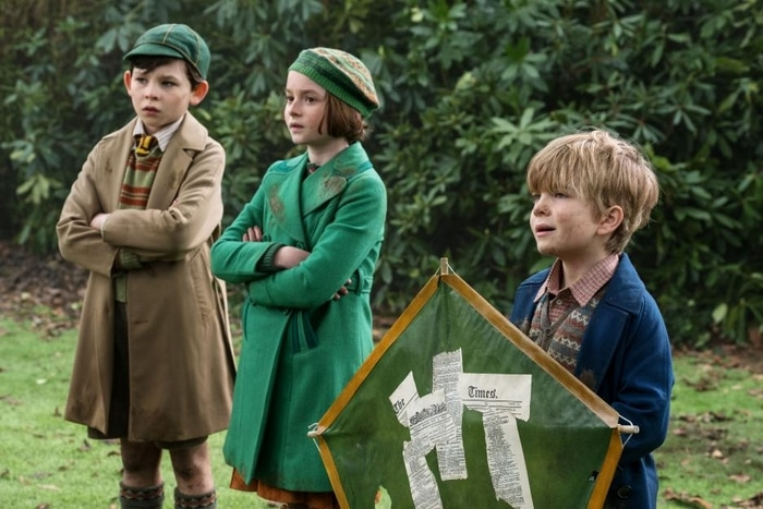 The Banks Children with the kite in Mary Poppins Returns