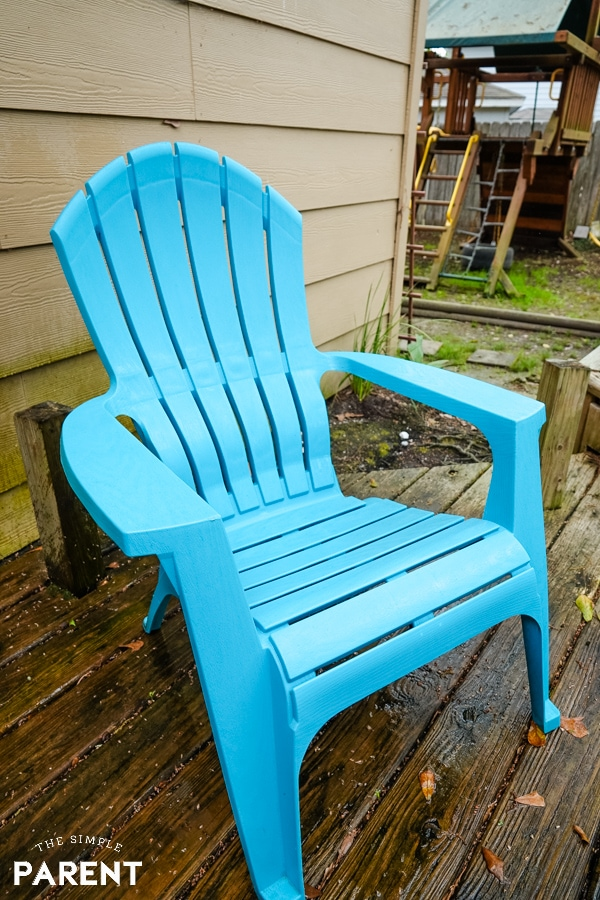 Bright and clean deck chair after cleaning with Clorox bleach