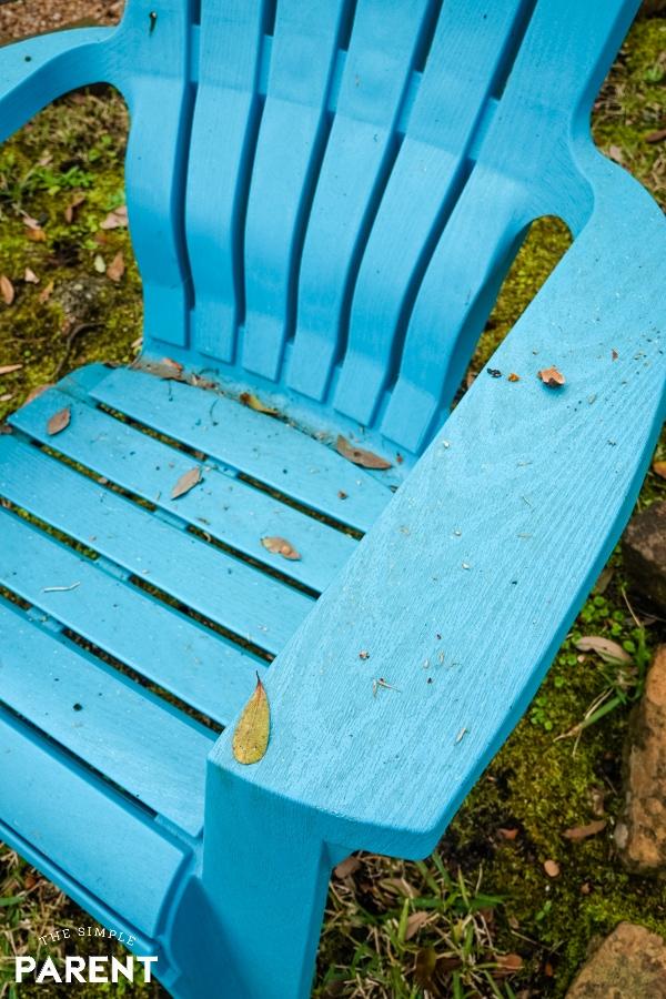 Dirty aqua deck chair
