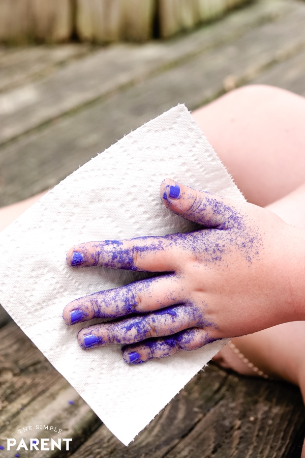Child cleaning hands with Brawny Tear a Square paper towel