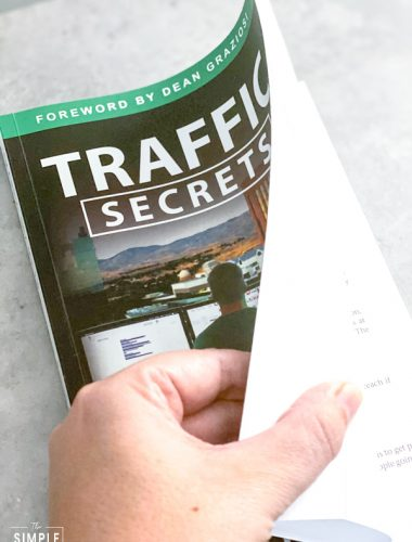 Traffic Secrets: The Underground Playbook for Filling Your Websites and Funnels with Your Dream Customers book by Russell Bronson book review