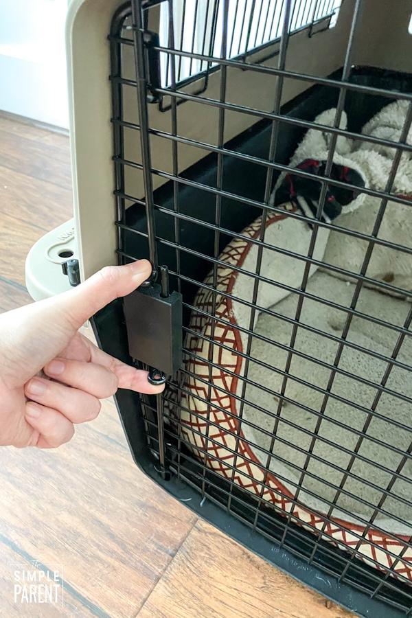 Hand opening plastic dog kennel door