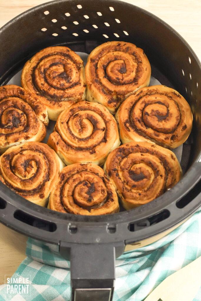 Baked cinnamon rolls in air fryer