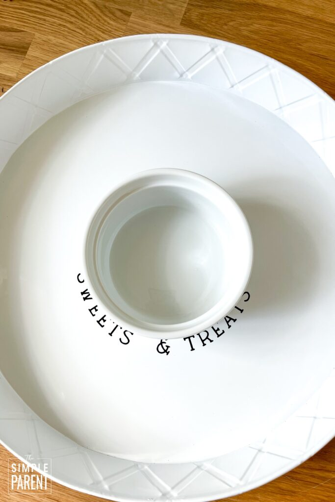 Serving tray with white bowl in the middle
